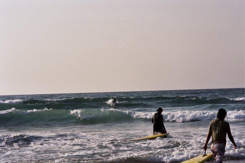 Волны и начинающие серферы