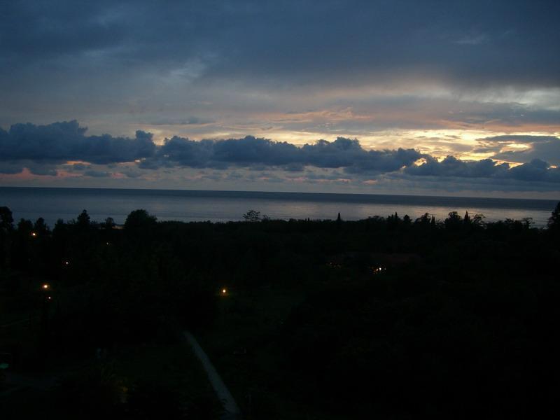 куда на ночь глядя плывут облака?